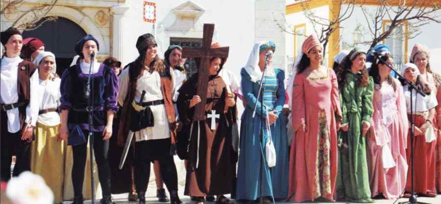 Imagem do poster do Agrupamento de Escolas Júlio Dantas - A cidade do funcho - uma viagem de descoberta