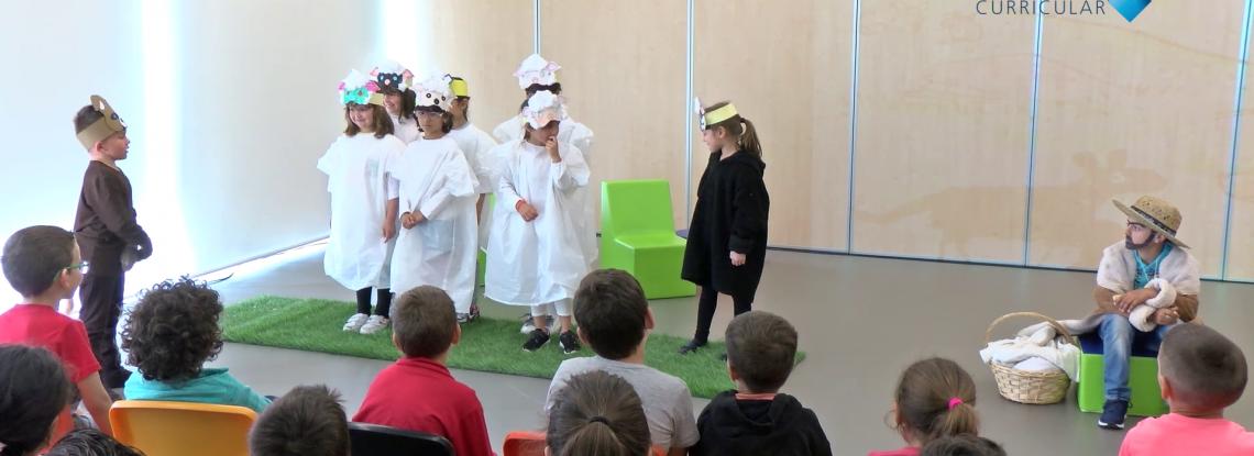 Dramatização do texto A ovelhinha preta no AE Óscar Lopes